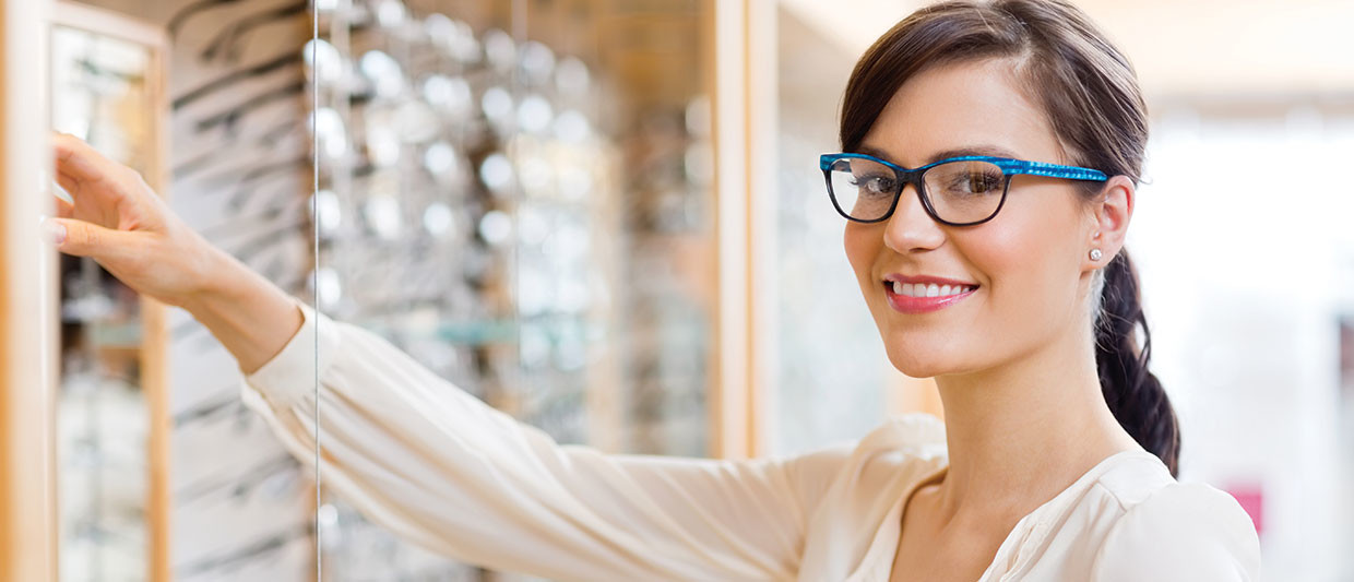woman picking out eyewear